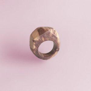 Button voor grote facetring van jeneverbeshout